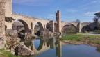 Besalú, el pont de Llierca i l'Hostal dels Ossos